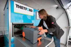 Chemisch Toilet Vloeistof : Thetford introduceert toilet machine :: kampeerproducten voor